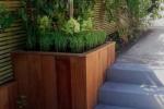 Combinatie van strakke bestrating met klinker in speelse jaren 30 tuin in Zeist