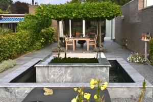 Prachtig natuursteen tuin in Zeist