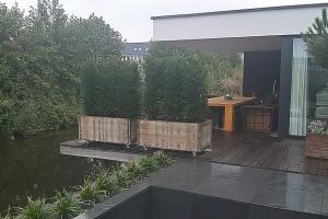 Luxe design tuin aan het water