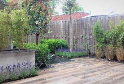 Design tuin met keramische houtlook tegels