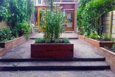 Speelse tuin met hout en niveauverschillen utrecht